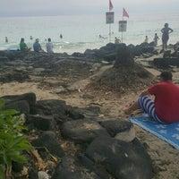 Photo taken at La'Aloa Bay Beach (White Sands Beach Park) by Leroy J. on 5/13/2016