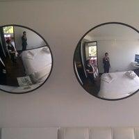 Foto tomada en 104 Art Suites por Mauricio U. el 1/26/2013