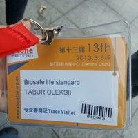 Photo taken at Xiamen Int'l Conf. & Exhi. Center 厦门国际会展中心 (XICEC) by Alex T. on 3/7/2013