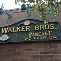 Photo taken at Walker Brothers Original Pancake House by Suli C. on 9/29/2012