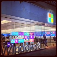 Photo taken at Microsoft Store by Osamu S. on 11/28/2012