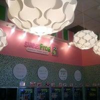 Photo taken at Sweet Frog by Kerlinda on 10/16/2012