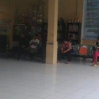 Photo taken at Kantor Camat Loa Janan by Eman T. on 6/28/2013