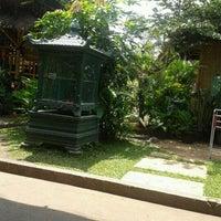 Photo taken at Mang Kabayan by Yulfani D. on 12/9/2012