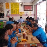 Photo taken at Restoran Nikmaat by Farid I. on 3/3/2015