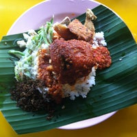 Photo taken at Mat Corner Nasi Ambang by Naz r. on 2/9/2013