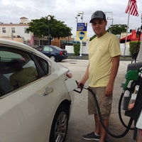 Photo taken at Shell by Felipe A. on 11/23/2013