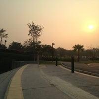 Photo taken at สวนนวมินทร์ภิรมย์ (บึงลำพังพวย) Nawaminphirom Park (Bueng Lam Phang Phuai) by Pongtach T. on 2/12/2013