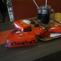 Photo taken at Restaurant A&W Pekan by Ms Xette S. on 8/31/2013