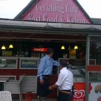 Das Foto wurde bei Cevizlibağ Cafe & Fast Food von Timuçin Ç. am 9/21/2012 aufgenommen