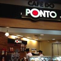 Photo taken at Café do Ponto by Gustavo F. on 9/15/2012