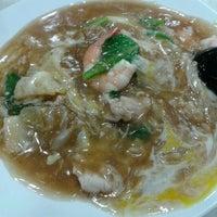 Photo taken at Restoran Ho Ho Sek (好好吃) by Xinzi C. on 10/31/2012