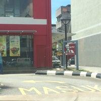 Photo taken at KFC by awi z. on 5/7/2016