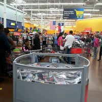 Photo taken at Walmart Supercenter by Fabiana W. on 12/8/2012