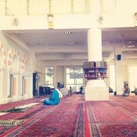 Photo taken at Masjid Jamek Sultan Abdul Aziz by Hafeez A. on 9/27/2012