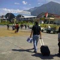 Photo taken at Sentani International Airport (DJJ) by Palty Osfred S. on 8/16/2013