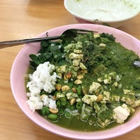Photo taken at Kedai Kopi dan Makanan Hoe Soon by Alvin B. on 5/11/2014