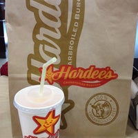 Photo taken at Hardee's by Mado on 11/24/2012