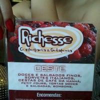 Photo taken at Richesse Confeitaria by Thyago T. on 10/25/2012