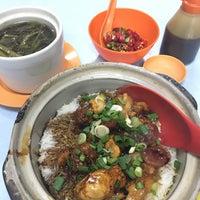 Photo taken at Restoran Veng Soon Claypot Chicken Rice (永顺瓦煲鸡饭餐室) by Joe K. on 10/16/2016