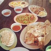 Photo taken at โน๊ตปลาเผา by Tippy H. on 8/30/2014