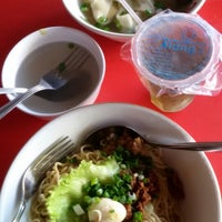 Photo taken at Bakmi Ayam & Chinese Food AKAI by Fiolita I. on 8/3/2014