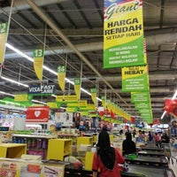 Photo taken at Giant Hypermarket by remydotcom on 1/7/2013