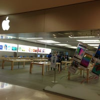 Photo taken at Apple RomaEst by Barry M. on 6/27/2013