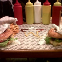 Photo taken at Mano Burger by Yvaine D. on 12/1/2012