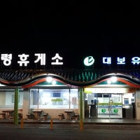 Photo taken at Chupungnyeong Service Area - Seoul-bound by 신창욱 강. on 2/2/2015