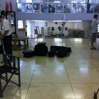 Photo taken at Biblioteca Roberto Santos by Claudia N. on 10/29/2012