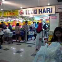 Photo taken at Hari Hari Pasar Swalayan by Ris A. on 6/28/2014