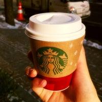 Das Foto wurde bei Starbucks von Hyunho S. am 12/10/2012 aufgenommen