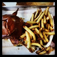 Photo taken at Rounds Premium Burgers by Photo L. on 7/11/2013