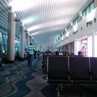 Photo taken at Gate 5 Aeropuerto Internacional Juan Santamaria by Marcos L. on 11/19/2012