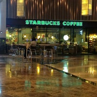 Photo taken at Starbucks by Pacharadanai on 11/14/2012