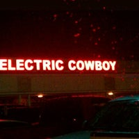Photo taken at Electric Cowboy - Country and Dance Nightclub by Avgerage T. on 10/28/2011