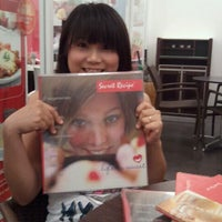 Photo taken at Secret Recipe by Darry R. on 12/29/2011