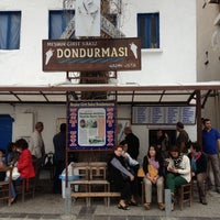 Photo taken at Meşhur Girit Sakız Dondurmacısı Nazmi Usta by Rosemely on 10/27/2012