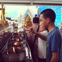 Photo taken at วัดระฆัง คณะ ๑ by Chayanon P. on 5/19/2013