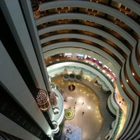 Photo taken at Holiday Inn Singapore Atrium by Arvin A. on 5/11/2013