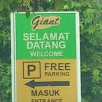 Photo taken at Giant Hypermarket by U-suFF on 7/18/2013