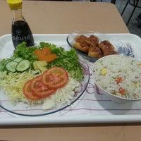 Photo taken at Sushi Villa by Elton C. on 3/7/2013