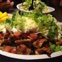 Photo taken at Chipotle Mexican Grill by Lingchao Z. on 8/4/2013