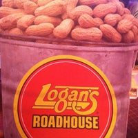 Photo taken at Logan's Roadhouse by Raisa G. on 4/17/2013