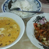 Photo taken at Soto Betawi H. Mamat by Deasy N. on 4/27/2016
