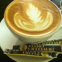 Photo taken at Traveler's Coffee by Ruslan A. on 12/14/2012