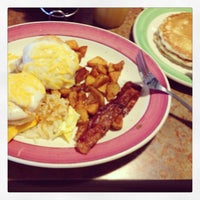 Photo taken at Perkins Restaurant & Bakery by JOAO M. on 9/1/2013
