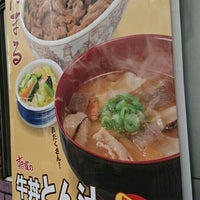 Photo taken at すき家 品川東店 by TERA . on 12/1/2016