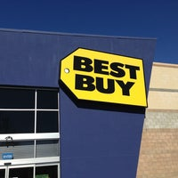 Photo taken at Best Buy by Senthil N. on 2/24/2013